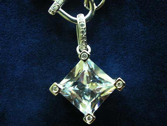 3502f18d0db Velký výběr šperků ve žlutém i bílém zlatě